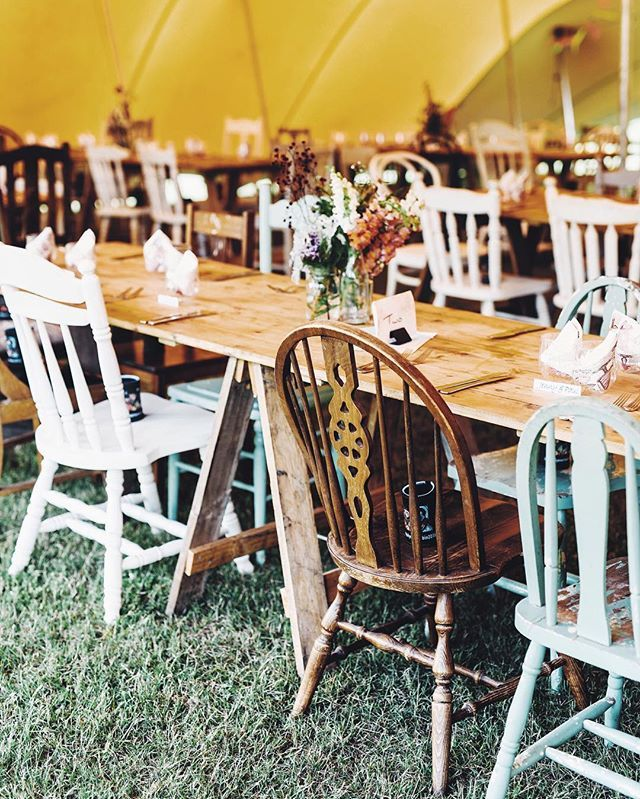 Loved this eclectic set up at Dan & Kristens wedding. #visualsoflife #happywifehappylife #visualsoflife  #vsco #vscocam #liveauthentic #thatsdarling #darlingmovement #flashesofdelight #livethelittlethings #nothingisordinary #thehappynow #visualsgang #krewandco #wedding #weddingday #weddingstyle #bride #brideandgroom #groom #love #celebrate #suits #dapper #gentlemen #photooftheday #weddingparty #romance #instawed #instawedding