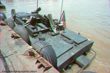 La marina de guerra marrón del agua en Vietnam