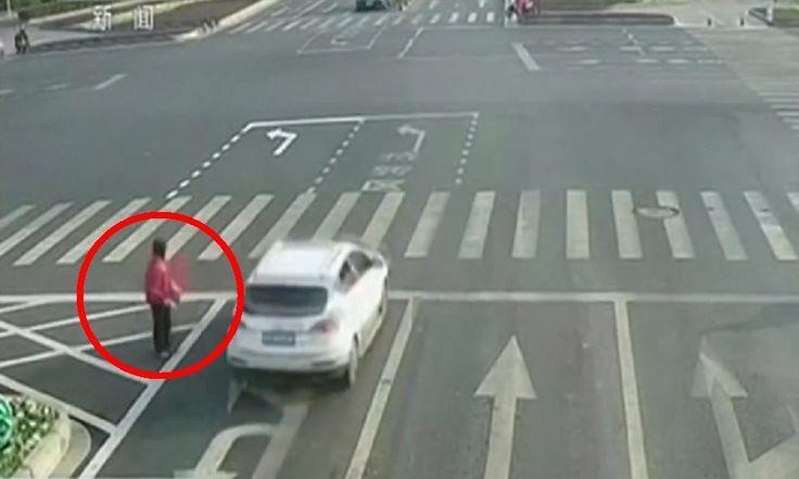 ICYMI: Harto del atasco, pinta su propia flecha en la carretera y lo multan