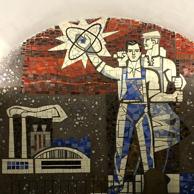 Mosaic // Shuliavska metro station (former Bolshevik Plant) is located close to once large factory and industrial area. Hence it has this socrealism piece of motivation.