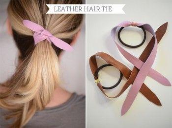 革を細長くカットしたものをヘアゴムに結びつければ、ヘアタイの完成です。ゴムで髪をまとめたあとに、革をくるっと巻きつけて結ぶようにして使います。