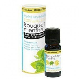 Bouquet de menthe - Offrez-vous une bouffée d'air frais après une journée bien remplie. La synergie d'huiles essentielles bouquet de menthe est formulée à base d'huiles essentielles de térébenthine et de trois menthes : verte, poivrée et arvensis. Elle apportera un réel vent de fraîcheur dans votre intérieur, tout en le purifiant. L'odeur délicate et fraîche de ce bouquet de menthe vous aidera à vous relaxer et à vous transporter dans une atmosphère paisible et parfumée.