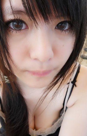やけに可愛い台湾のブログにあった素人胸チラ写メ撮り