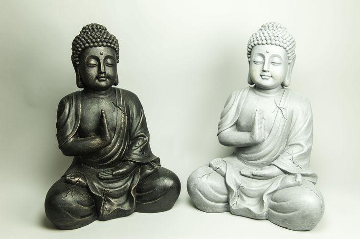 Buddha Shakyamuni  La mano derecha levantada es signo de barrera ante el mal, la izquierda ofrece resguardo y protección al mismo tiempo.