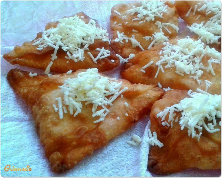 "una cucina: ""Πτάκια"" : τα Σαμιώτικα μπουρεκάκια στα Κουμέικα"