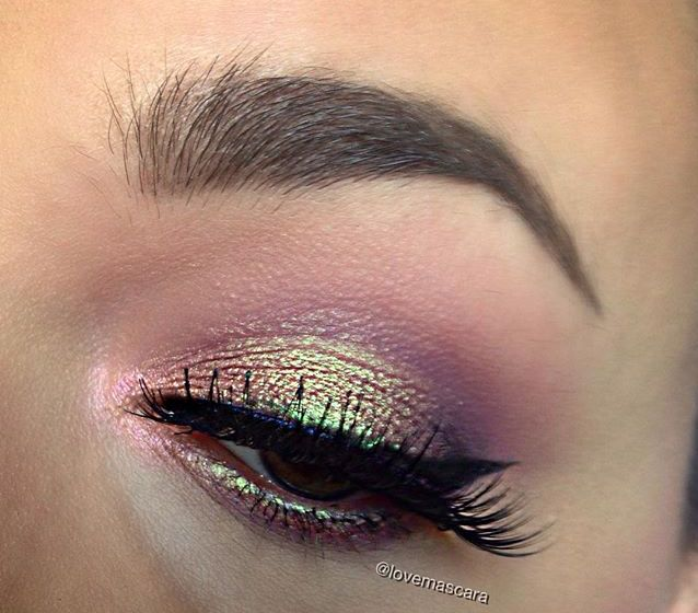 We're in hologram heaven! This look by Love and Mascara shows off Makeup Geek Pigment in Hologram + Makeup Geek Eyeshadows in Mai Tai (duochrome), Corrupt, Peach Smoothie, and Wisteria + Makeup Geek Gel Liner in Immortal.