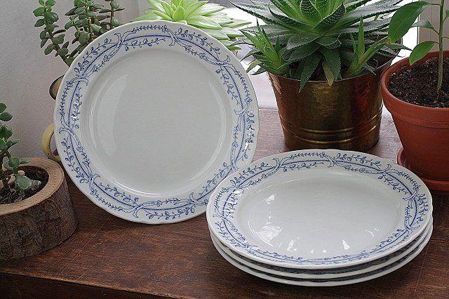 talerze z niebieskim wzorem