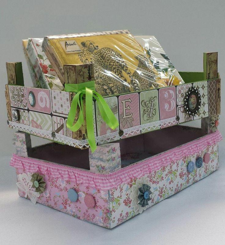 Cajas de madera recicladas con material de scrap y varios ARENART