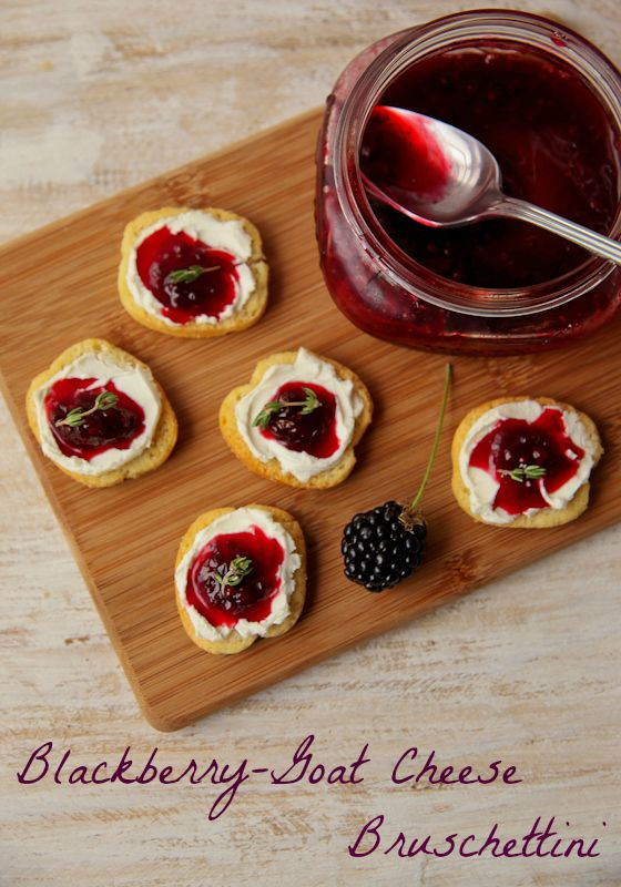 Sutter Home Pink Moscato goes great with this sweet blackberry goat cheese crostini recipe! Thyme, Goatcheese,  Honey, Thyme Blackberries