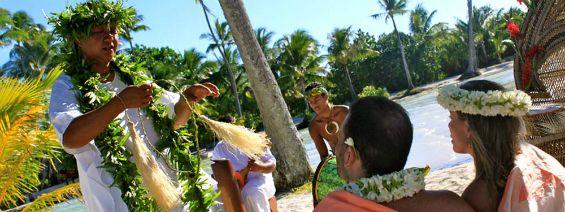 Polynesian destination wedding at  Le Taha'a Island Resort & Spa in Tahiti