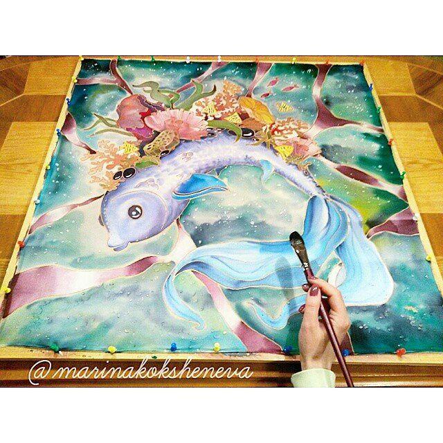 """Доброе утро, хотя у нас время уже к обеду! """"Рыба моей мечты"""" #мойбатик  Размер 70х70см. Натуральный шелк, авторский рисунок.  А еще Завтра новый год! Ура!!! Вот самый мой любимый праздник после Юлькиного дня рождения. В ожидании 😊💞"""