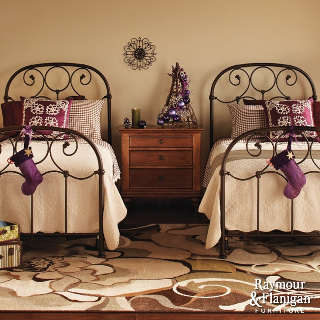 love the beds. Want a guest room like this!