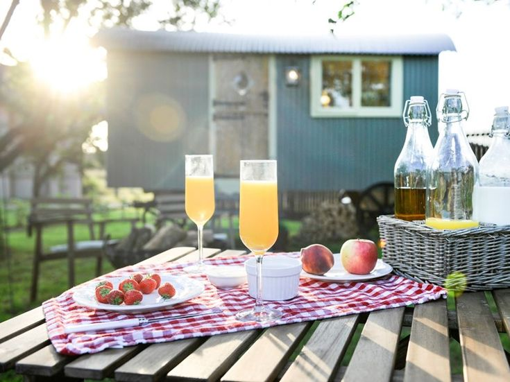 Al fresco dining is a must.Dog friendly holiday cottage UK   #dogfriendly #glamping #yorkshire