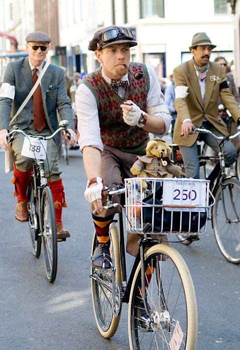 I knew I liked Ewan McGregor for good reason. Here he is on The Tweed Run 2011, a group bicycle ride through the centre of London, in which the cyclists are expected to dress in traditional British cycling attire, particularly tweed plus four suits. Any bicycle is acceptable on the Tweed Run, but classic vintage bicycles are encouraged. Some effort to recreate the spirit of a bygone era is always appreciated.