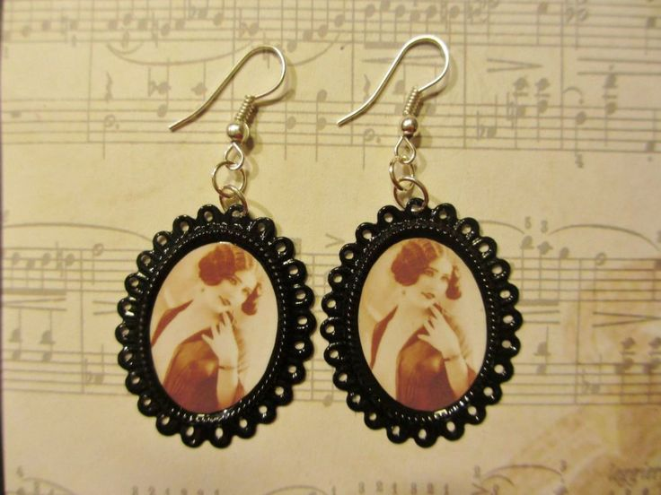 Earrings made of ornate oval-shaped frames and pictures of a lady. Minka / www.madeby.fi