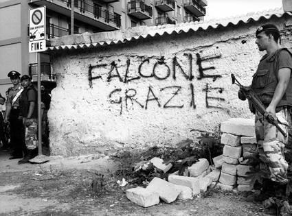 """Semplicemente,  """"#Falcone Grazie"""" #ilsilenzioèmafia #capacidi pinnare il ricordo"""