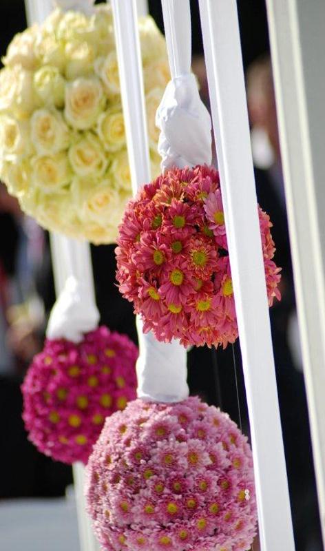Beautiful wedding flowers! Wedding Inspirations magazine Summer 2011 issue (December 2011)