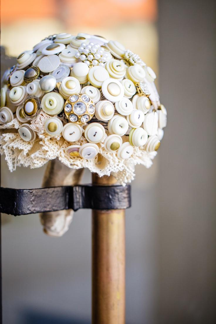 Ecru & Gold button bouquet by Bukieteria (PL), fot.: http://2xfoto.pl