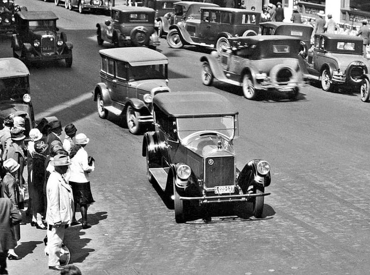 Pierce-Arrow touring car in 1927, at 8th and Broadway in New York City