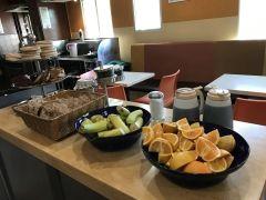 宿代が高めなロサンゼルス節約派にはUSA HOSTELS HOLLYWOOD のドミトリーもよいのでは ウォークオブフェームのすぐそばです 宿代に朝食も含まれてます朝食パン数種にバナナオレンジあと自分でパンケーキをやいてもいいようになってますコーヒーはいつでも無料で飲めます私は朝食時に色んな国の人とも話せたし一緒に観光もして楽しかったですよ 宿主催のイベントもたまにあってるようでした #アメリカ#ロサンゼルス#安宿#ウォークオブフェーム#ホステル#ドミトリー#朝食込み#交流#イベント tags[海外]