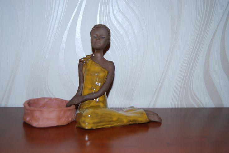 ręcznie wykonana figurka ceramiczna