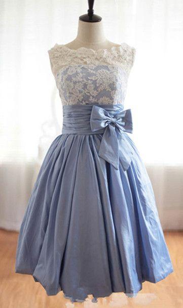 Peut se faire avec une robe bustier et un haut en dentelle.
