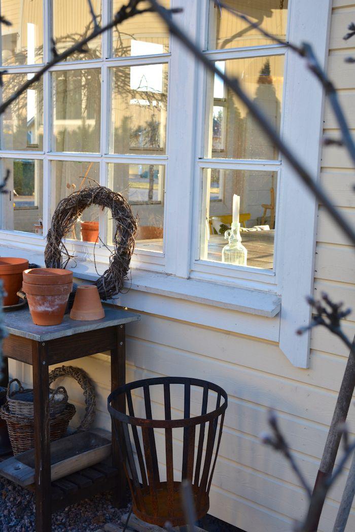 Iltahetki kevätpuutarhassa - Minttua ja mustikoita