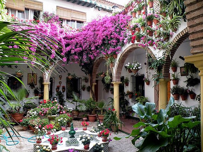 Each year, the Spanish city of Córdoba open courtyards to the public, showing the visual feast of colorful flowers, stone mosaics and striking water features. Courtyards for most of the year, jasmine and orange blossoms turning the air into an exotic flavor.