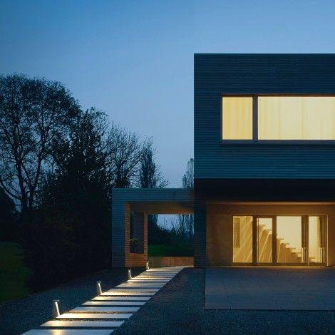 LED-Garten- und Wegeleuchten für Licht aus geringer Lichtpunkthöhe. Eine neue sehr kompakte Leuchte für viele Situationen an Wegen und Terrassen, im private...