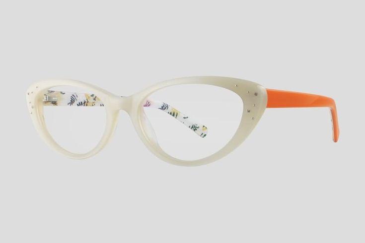 #Brillen van Reor. Dit is de Blondelle (art. nr. F10.661FWH). Stijlvol kattenoog #montuur van wit met oranje acetaat. Verkrijgbaar in meerdere kleuren.