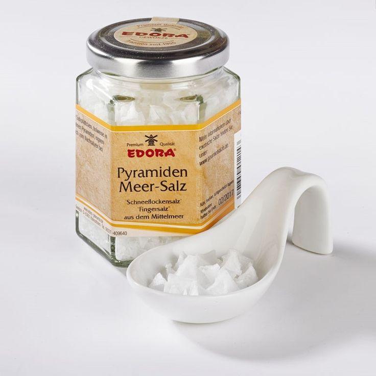 """Feine dünne Salzpyramiden aus weißem Mittelmeer-Salz (Fingersalz), ähnlich dem """"Maldon-Salz"""" aus England. Ganz dünne Blättchen, meist in Pyramidenform, lassen sich ganz einfach mit den Fingern zu feinem Salz..."""