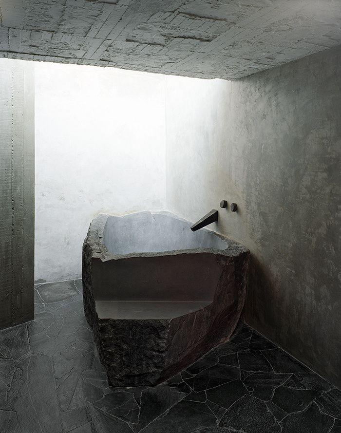 Les 25 meilleures id es de la cat gorie pierre de lave sur pinterest bracelet de yoga anneaux - Baignoire beton ...