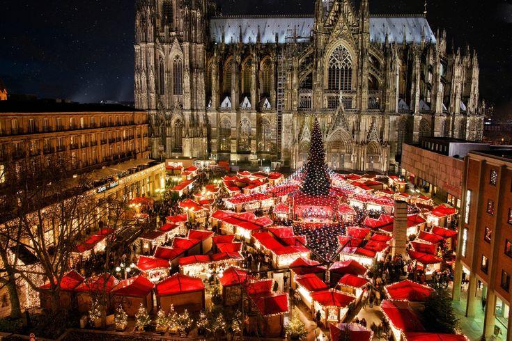 #Colonia, anche conosciuta in #Italia con il suo nome tedesco, #Köln, è una delle città europee più suggestive da visitare durante i #mercatini di #Natale.