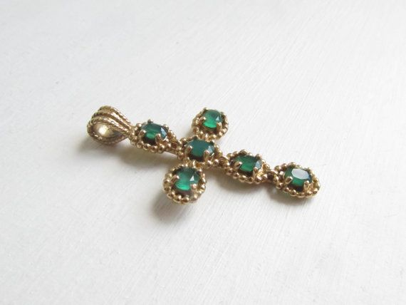 Antique gold cross pendant with emerald green stones, the body being 9 karat gold. This would make an excellent gift for a mother, wife, sister, sister-in-law, aunt, niece etc at the occasion of a baptism or coming of age celebration.