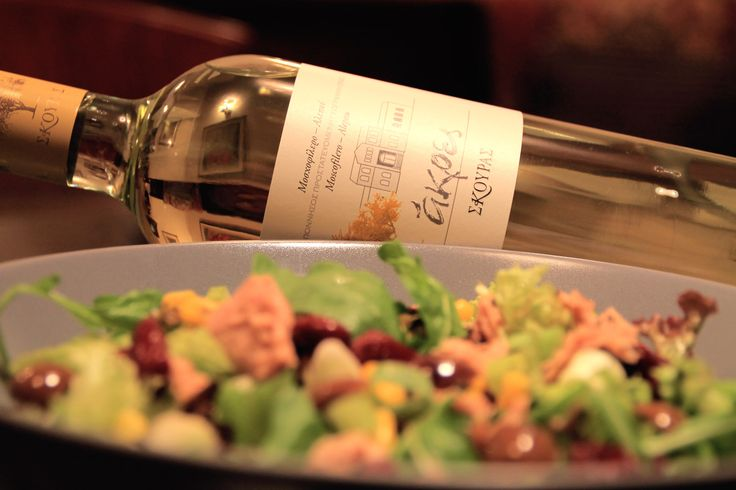 Mixed Salad with Tuna. Paired with White Wine AKRES by Domaine Skouras (Moschofilero & Roditis Alepou)