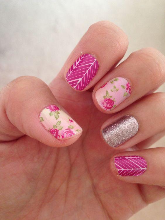 Uñas rosa con flores y esmalte color plata - Pink nail art with flowers