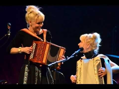 Kuunkuiskaajat - Iitin Tiltu (Live JuuriJuhla Rot-Fest 2011)