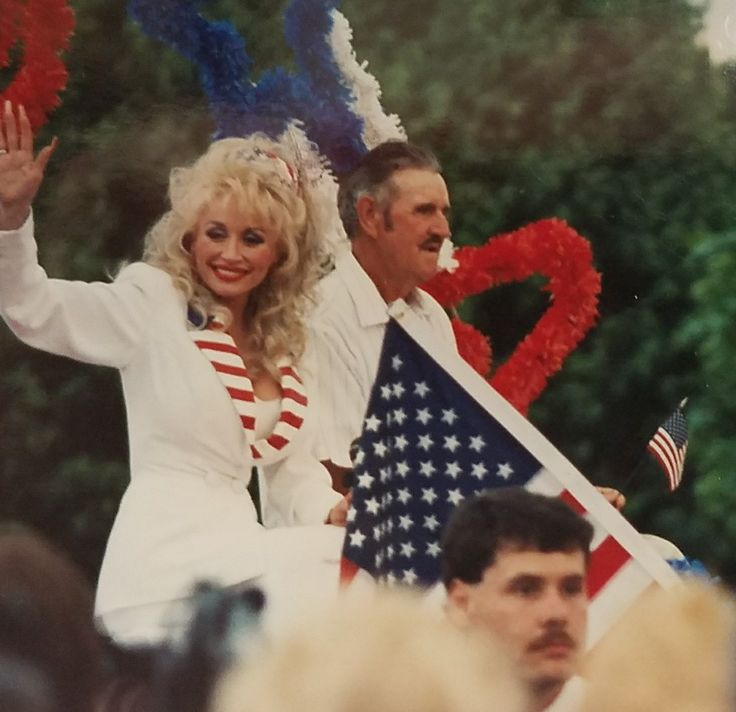 Dolly and her Daddy at the Dolly Parton Homecoming Parade.