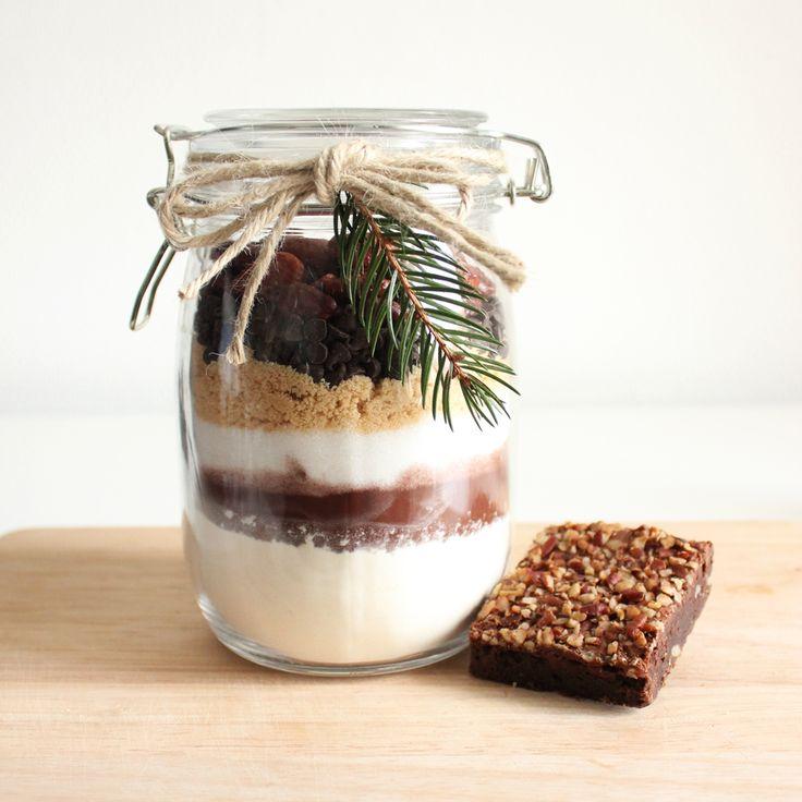 Brownie jar avec des ingrédients de la boutique Il était une noix !  Photo by Clémence Dubois