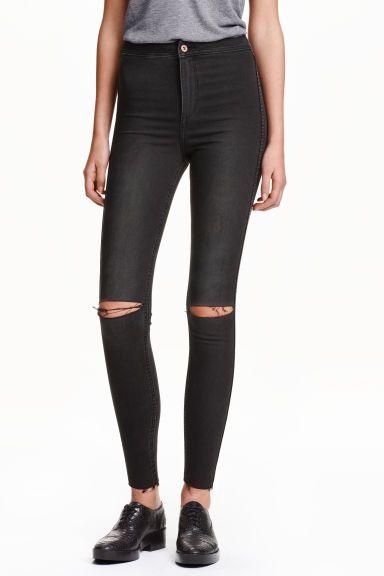 10€ Skinny High Ankle Ripped Jeans: Vaqueros tobilleros de cinco bolsillos en denim lavado y elástico de talle alto, con detalles maxidesgastados y perneras extraajustadas.