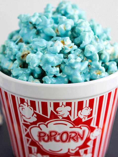 Easy to make, Smurftastic Blue Popcorn! http://www.ivillage.com/smurf-birthday-party-theme-and-ideas/6-a-542194?dst=iv%253AiVillage%253Asmurf-birthday-party-theme-and-ideas-542194