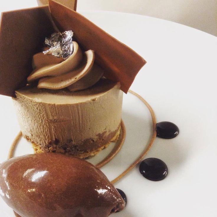 #noisette #chocolatesorbet #chantilly #ganache #praline #apapastavrou #chefargiris Noisette dacquoise noisette , chantilly jivara ,praline amande noisette,ganache jivara,chocolate sorbet Creation by chef patissier Argiris Papastavrou