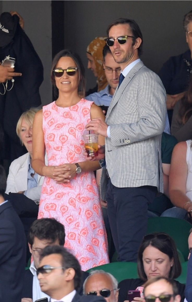 Pippa Middleton is at #Wimbledon again today with James Matthews. She's wearing a new @tabithawebbuk dress.