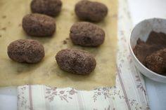 Между прочим, отличный рецепт для общепита! Готовится обычно из остатков и обрезков бисквита, из которого делали настоящие большие торты. С настоящим вкусным…