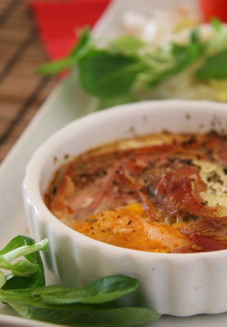 Ízletes laktózmentes vacsora – sonkával és tojással sült cukkini Gyors laktózmentes vacsora ötlet. Cukkini, sonka sajt, tojás. Ebből rossz nem sülhet ki!