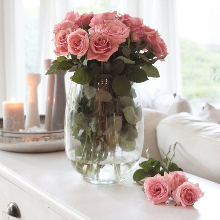 ▪MONDAY▪ Tänään työstän tulevaa blogiani ja suunnittelen  olohuoneen sisustusta. Pientä uudistusta tulossa olkkariin ;) Maanantait on mulle yleensä viikon inspiroivinta aikaa. Kaikki on vielä edessä! #maanantai #monday #olohuone #sisustus #interior #livingroom #inspiraatio #inspiration #home #interior123 #interior9508 #lovelyinterior