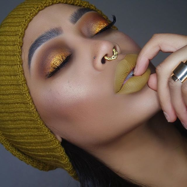 Honey Mustard ⚡️ EYES: @meltcosmetics rust stack with @makeupgeekcosmetics shadow in untamed FACE: @anastasiabeverlyhills @norvina #abhfoundation stick in Amber and warm tan, #tartecosmetics @tartecosmetics shape tape concealer in medium. CONTOUR: @katvondbeauty shade and light contour palette  GLOW: #meltcosmetics Amelie mixed with #abhglow 10k  LASHES: @houseoflashes in heartbreaker  LIPS: @aboni_cosmetics in frenchie  BROWS: @anastasiabeverlyhills @norvina brow defined in ebony…