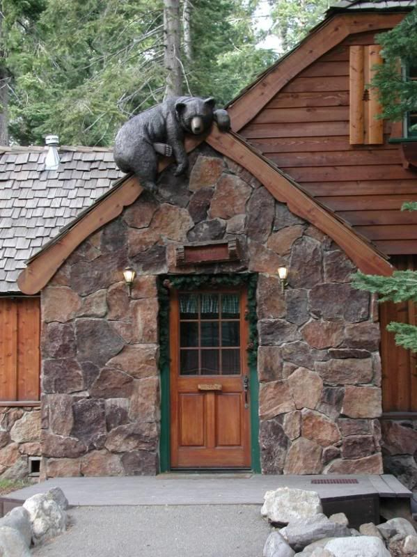 Cabin entrance....love the bear! - We'll have to incorporate something like this on our lodge.