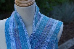 Blueberries and Cream Scarf  http://www.favecrafts.com/Loom-Patterns/Blueberries-and-Cream-Scarf//ml/1