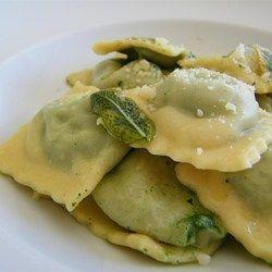 Ravioli-Füllung mit Spinat, Feta und Pinienkernen